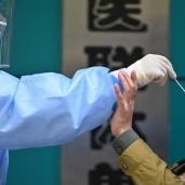 إجراء مسحة فيروس كورونا في الصين