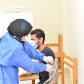 تطعيم لقاح كورونا المسافرين