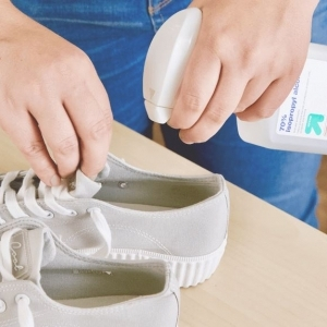 """""""خليه ضد الماء"""".. حيل وطرق الحفاظ على الحذاء من المطر"""