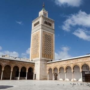 في تونس.. عزل مؤذن تسبب بإفطار الصائمين قبل أذان المغرب بـ7 دقائق