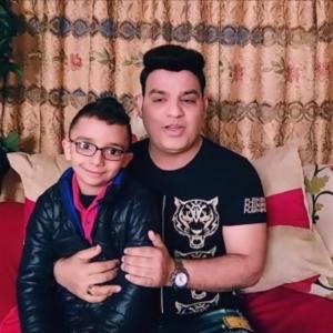 بطل فيديوهات بسنت وياسين يتجه لـ التيك توك: «الناس حبتني وبقدم كوميديا»