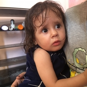 القدر يقول كلمته.. «طارق» يعثر على طفلة ويعيدها لأسرتها: أمها متعرفش حاجة