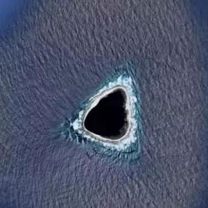 تفاصيل العثور على جزيرة وسط المحيط: غامضة ومظلمة