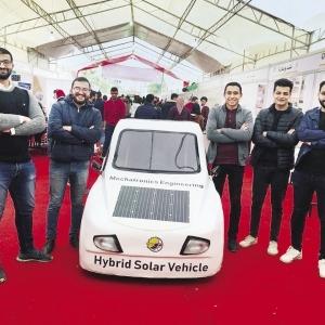 """سيارة تعمل بالشمس والكهرباء والبنزين.. بأيدي """"طلاب المنصورة"""""""