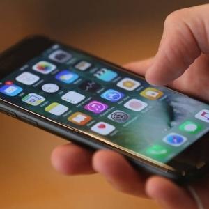 وفاة مراهقة روسية بسبب استخدام هاتفها في الحمام