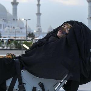 """""""معجزة في الإمارات"""".. سيدة تفيق من غيبوبة استمرت 27 عاما"""