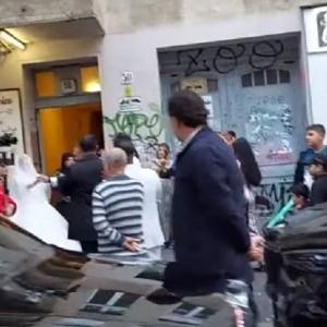زفة بلدي لعروسين في شوارع برلين.. طبل ومزمار ومحلات عربية (فيديو)