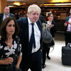زوجة وزير خارجية لندن السابق تطرده من المنزل بسبب الخيانة