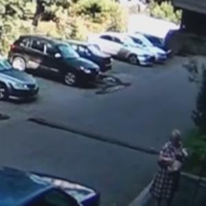 امرأة روسية تنقذ طفلا من الموت بعد سقوطه من نافذة منزله «فيديو»
