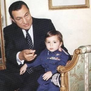 """بالصور.. """"أعز الولد"""" في حياة حسني مبارك: 3 أحفاد وبنوتة"""