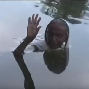 من الفجر للغروب.. هندية أجبرها مرض نادر على الجلوس 20 سنة داخل المياه