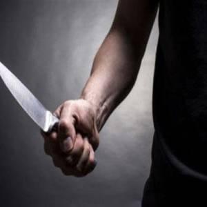 بالفيديو| جريمة بشعة.. مغربي يقطع رأس أستاذه ويتجول بها في الشارع