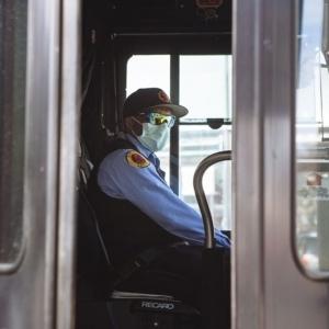وفاة سائق حافلة إكلينيكيا.. رفض صعود الركاب دون كمامة فضربوه حتى الموت