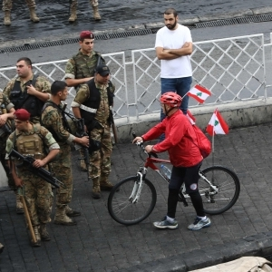 """""""عميد الدراجين"""" يجوب لبنان على دراجة هوائية تأييدا لـ""""لثورة الحقيقية"""""""