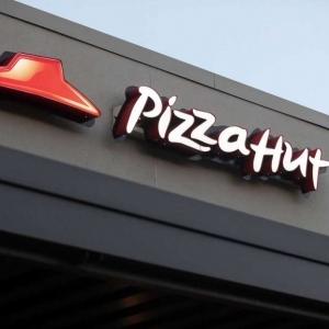 """مع إعلان إفلاسها.. """"بيتزا هت"""" تاريخ استمر 62 عاما حتى قضت عليه كورونا"""