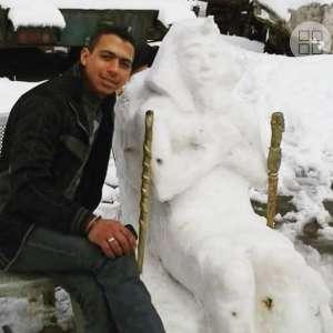 برع في النحت على الجليد.. شاب مصري يُبهر الأردنيين بتماثيل أجداده