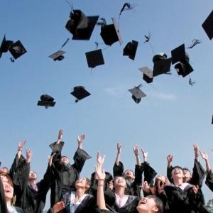 نصائح لأولياء أمور طلاب الثانوية قبل دخول الكلية: سيبوهم يختاروا