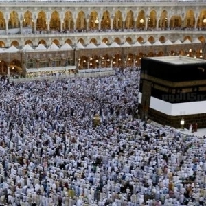 فتاة تستعيد بصرها في مكة.. ووالدها يتحدث: فقدته يوم عرفة.. وأكملت المناسك بدلا منها