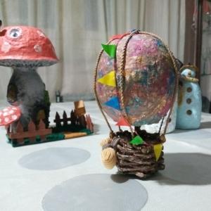 «سحر» تصنع مجسمات صغيرة بـ«ورق الكراريس» وتعلمه يوتيوب: «بدل ما نرميه»