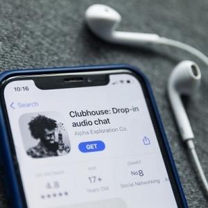 خبير معلوماتي: تطبيق ClubHouse «هيكبر وهيدوس على الفيسبوك»