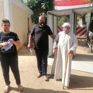 رغم إصابته بجلطة.. مسن يصر على التصويت بالانتخابات في بولاق الدكرور