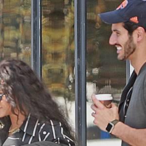 بالصور| موكب ضخم يصطحب ريهانا وصديقها السعودي في باريس