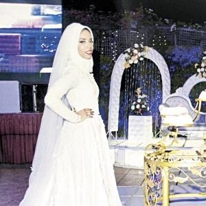 """""""هبة"""" عايزة تكون مختلفة فعملت فستان فرحها من """"الستارة"""": بحب البساطة"""