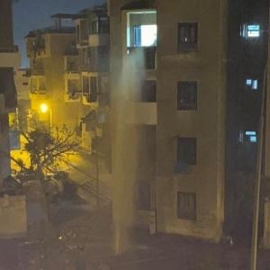 انفجار ماسورة مياه يثير رعب سكان العبور: عملت نافورة للدور الثالث