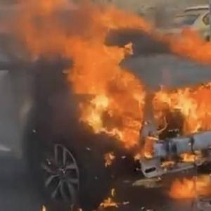 سعودي يسحب سيارة مشتعلة لينقذ العشرات من انفجار هائل في اللحظات الأخيرة «فيديو وصور»