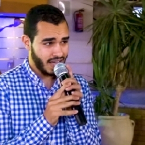 «مصطفى» يفاجئ صديقه بأغنية دينية في حفل زفافه: العريس اتصدم «فيديو»