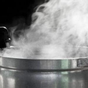 أطباء يكشفون.. هل استنشاق البخار يفيد في علاج كورونا؟