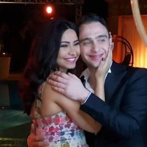 فيديو| حسام حبيب يتمايل على ألحان أغنية زوجته.. ومعجبون: