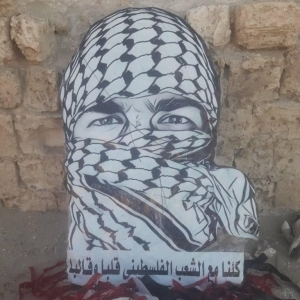 شاب مصري يصنع طائرة ورقية لدعم فلسطين: «إحنا واحد والعدو واحد»