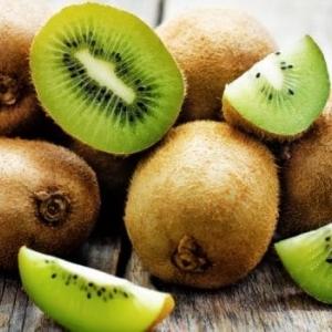 فوائد الكيوي.. 9 أشياء مذهلة تفعلها الفاكهة الخضراء بصحتك