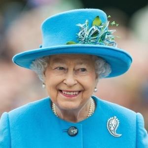 سر العمر الطويل واللياقة البدنية للملكة إليزابيث الثانية