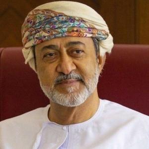 سلطان عمان يعدل النشيد الوطني