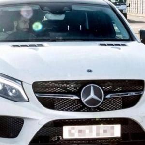 """من سيارة اقتصادية لـ""""البنتلي"""".. تعرف على أسطول سيارات محمد صلاح"""