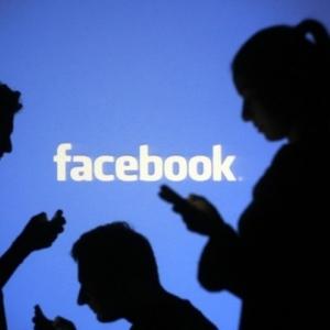 «فيسبوك» تسعى لمزج العالمين الحقيقي والافتراضي