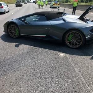 تحطم سيارة لامبورجيني سعرها 4 ملايين جنيه بعد 20 دقيقة من شرائها
