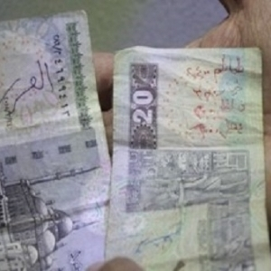 بعد تحذير البنك المركزي.. كيف تتخلص من الكتابة على العملات الورقية؟