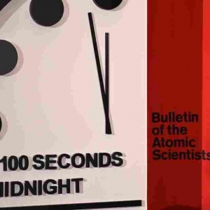 """باقي 100 ثانية.. عقارب ساعة """"يوم القيامة"""" تتحرك وتقرب العالم من الفناء"""