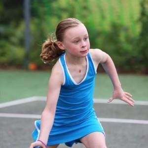 بسبب كوب حليب.. وفاة لاعبة تنس بريطانية ذات 9 أعوام