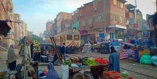 فى مصر فقط.. أسواق على «قضبان الموت»