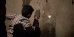 فتحي عامل بناء عمره 11 عاما
