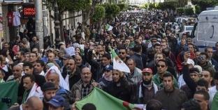 متظاهرون يتوافدون على ساحة البريد بالجزائر.. وتوقف حركة القطارات