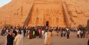 """1700 سائح من 17 دولة يزورون معبد """"أبو سمبل"""" في أسوان"""