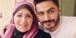 """تامر حسني عن والدته: """"هي كل الرحلة وسبب الفضل اللي أنا فيه"""""""