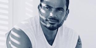 """الشاعر تامر حسين: عمرو دياب يتدخل لحذف بعض """"الكوبليهات"""" في أغانيه"""