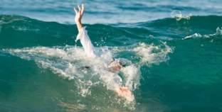 غرق طفلة وإصابة شقيقتها بشاطئ النخيل في مطروح
