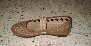 """عثر على """"فردة حذاء"""" ونشر صورتها على """"فيسبوك"""".. """"سندريلا طلعت من دمياط"""""""